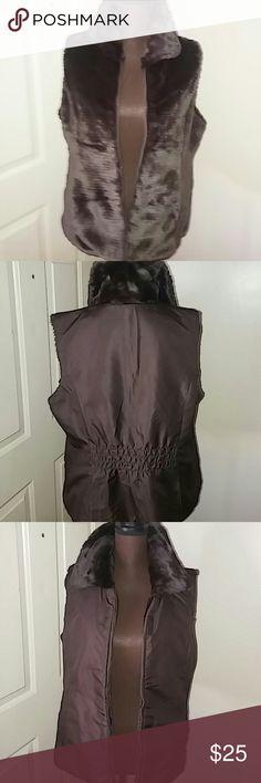 Shop Women's Liz Claiborne Brown size L Vests at a discounted price at Poshmark. Description: Classy reversible faux fur vest with pockets on both sides. It's more like new. Faux Fur Vests, Liz Claiborne, Fashion Tips, Fashion Design, Fashion Trends, Super Cute, Classy, Pockets, Womens Fashion