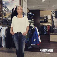 Mädels können bei uns natürlich auch mal... +++ 3 Teile für 133 Euro: MAXI PAKET Outfit Vorschlag Nr.4 +++ Madlen trägt 3 Teile: Jeans, Shirt und Hemd sind von REPLAY und PIONEER JEANS. Das Outfit kostete vorher insgesamt 227,95 Euro. Mit dem KRUMNOW! MAXI PAKET - Rabatt kostet dieses Beispiel - Outfit dann nur noch 133 Euro.