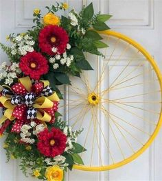 33 Spring wreaths for front door DIY ideas to celebrate the Change! - Hike n Dip <br> Spring wreath for door decoration is a wonderful idea. Get the best DIY Spring Wreath ideas here for front door decoration for the Spring and Easter season. Spring Wreaths For Front Door Diy, Diy Spring Wreath, Spring Crafts, Winter Wreaths, Holiday Wreaths, Halloween Wreaths, Spring Projects, Wreath Crafts, Diy Wreath