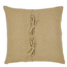 This Lilian Applique Star 100% Cotton Lumbar Pillow brings the primitive star to the forefront. The 5-point primitive stars are appliqued on soft cotton burlap for an rural Americana feel. Reverses to soft cotton burlap with 2-tie closures.