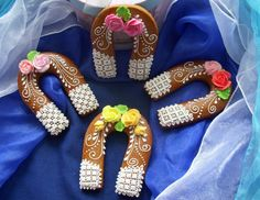 Majka BN Ginger Bread, Decorated Cakes, Cookie Decorating, Floral Tie, Horse, Sweets, Cookies, Photos, Crack Crackers