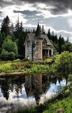 Fairytale Castle by Sandra Cockayne This secret Fairytale Gatelodge is for the Ardverikie Estate Kinloch Laggan Inverness-shire Scotland UK Abandoned Houses, Abandoned Places, Old Houses, Abandoned Castles, Crazy Houses, Abandoned Mansions, Fairytale Cottage, Fairytale Castle, Forest Cottage