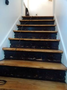 No kidding! She made just one inexpensive change to her stairs, but the difference is SO dramatic!