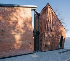 In Puebla, Mexico, two local architecture firms team up to create the Saint Peter House—a striking brick home with a unique, gabled-roof facade. Brick Siding, Brick Facade, Brick Design, Facade Design, Brick Architecture, Architecture Details, Brick Art, Brick Detail, Red Bricks