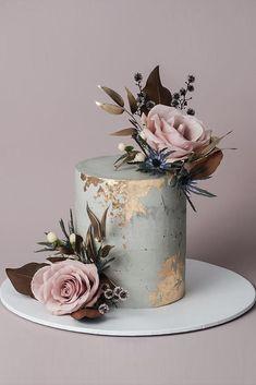 Amazing Wedding Cake Designers We totally love Total Wedding Planning ideas & i - Hochzeitstorte - Cake Design Pretty Cakes, Cute Cakes, Beautiful Cakes, Amazing Wedding Cakes, Amazing Cakes, Small Wedding Cakes, Floral Wedding Cakes, Torte Rose, Gold Leaf Cakes