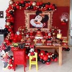 The party minnie is a topic always highly sought by children and adults. Find out now how to put together an amazing decoration. Mickey Mouse Birthday Decorations, Minnie Mouse First Birthday, Mickey Mouse Clubhouse Birthday Party, Minnie Mouse Theme, Mickey Birthday, Mickey Party, Minnie Cake, Mickeys Christmas Party, Mickey Christmas