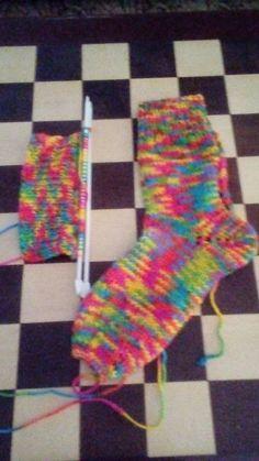 Meias ( Blog Dulce Arte on line ) - Lã Multicolor da Cisne , cor 00400 , agulha 4,5 -infantil feminina – 40 pontos -adulto – 50 pon...