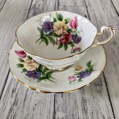 Love this pretty Paragon double warrant tea cup and saucer, available in my Etsy shop Country Girls Vintage (link in bio). Another beautiful collectible tea cup and saucer set. Cup And Saucer Set, Tea Cup Saucer, Vintage Tea Parties, Vintage Party, Cute Tea Cups, China Tea Sets, Vintage Cups, My Cup Of Tea, Teller