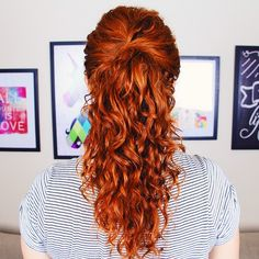 Confira o tutorial de um penteado rápido e fácil de rabo de cavalo para cabelo cacheado. Fiz o vídeo para o Natal, mas fica lindo para todas as festas!