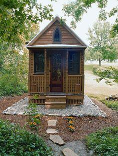 Uma mini casa de madeira barata de construir