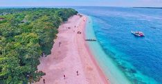 With Boracay closing down for six months, tourists are looking for beach alternatives to visit this summer. Here are 15 Philippine beaches that are just as beautiful as Boracay! Philippines Cities, Visit Philippines, Boracay Philippines, Philippines Culture, Exotic Beaches, Tropical Beaches, Zamboanga City, Backpacking Ireland