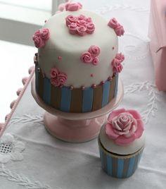 Rosettes Mini Cake