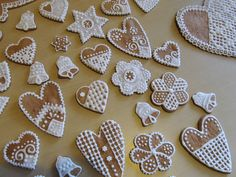 Piparkakkujen koristelu – Decorating Gingerbreads