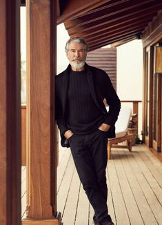 Pierce Brosnan, Mode Man, Best Mens Fashion, Older Mens Fashion, Photography Poses For Men, Men With Grey Hair, Herren Outfit, Hommes Sexy, Male Poses