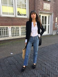 Mango Masculine structured coat and Mao collar shirt , vintage Levi's , Gucci loafers Black Blazer With Jeans, White Shirt And Jeans, Black Blazers, Casual Outfits For Teens School, Casual Winter Outfits, Casual Wear, Tomboy Fashion, Tomboy Style, Classic Fashion