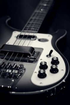 Rickenbacker Bass - Shared by The Lewis Hamilton Band - https://www.facebook.com/lewishamiltonband/app_2405167945 - www.lewishamiltonmusic.com http://www.reverbnation.com/lewishamiltonmusic -