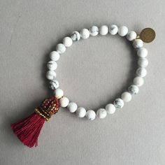 Un je ne sais quoi - White Howlite with silk pompon, 6mm Howlite blanche avec pompon en soie Diy Tassel, Tassels, Tassel Necklace, Beaded Bracelets, Jewellery, Accessories, Pom Poms, Bracelet, Objects