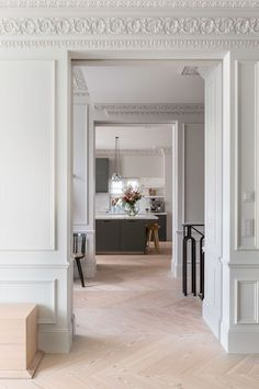 Nestled within the tree lined avenues of Ladbroke Square Gardens, this renovation project seeks to accentuate a spatial sense for the horizontal; a luxury in London's otherwise vertical world of terraced living. A sense of grandeur and subtle r. Luxury Kitchen Design, Luxury Interior Design, Interior Architecture, Interior And Exterior, Parisian Apartment, Dream Apartment, Luxury Home Decor, Luxury Homes, Country Look
