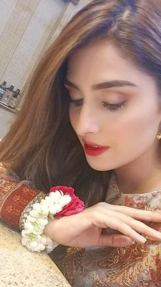 5 Dress Styles That Will Make You Look Thinner. While particular ladies wear products you see on the runway might look terrific on models, they might not look great on every woman. Pakistani Girl, Pakistani Actress, Pakistani Bridal, Pakistani Dresses, Shadi Dresses, Pakistan Fashion Week, Ayeza Khan, Look Thinner, Girly Pictures