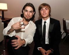 Dave Navarro Photos - Musician Dave Navarro (L) and actor Zac Efron pose backstage at the 2008 ALMA Awards at the Pasadena Civic Auditorium on August 2008 in Pasadena, California. - The 2008 ALMA Awards - Backstage Mens Nails, Dave Navarro, Best Crossover, Celebrity Nails, Glamour Nails, Zac Efron, Celebs, Celebrities, Pretty People