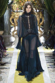 Roberto Cavalli Fall 2016 Ready-to-Wear Fashion Show - Georgiana Zloteanu