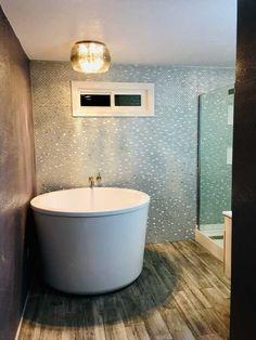 Bathroom Furniture, Fixtures and Decor Small Bathroom Interior, Bathroom Layout, Bathroom Furniture, Furniture Hardware, Japanese Soaking Tubs, Splish Splash, Bath Tubs, Showers, Spa