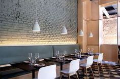 #Restaurant by Adam Bresnick Architects / luz detrás de banca