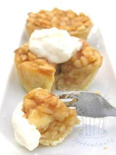 Kleine Apfelkuchen mit Sahne