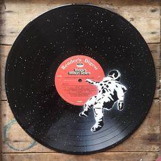 Lost astronaut - Spray paint wall art on vinyl - Vanilla record - - Lost astronaut – Spray paint wall art on vinyl – Vanilla record Mine Verlorene Astronautin – Sprühfarbe Wandkunst auf Vinyl – Vanille Schallplatte Record Wall Art, Framed Wall Art, Aesthetic Painting, Aesthetic Art, Decoration Tumblr, Spray Paint Wall, Spray Paint Crafts, Spray Paint Artwork, Art Inspiration Drawing