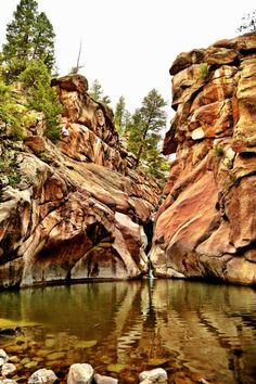 11 Epic Colorado Lakes and Swimming Holes To Have A Blast This Summer. Paradise cove and the Devils punch bowl look like the best ones! Durango Colorado, Colorado Lakes, Road Trip To Colorado, Colorado Hiking, Colorado Springs, Lakewood Colorado, Colorado In The Summer, Cripple Creek Colorado, Boulder Colorado