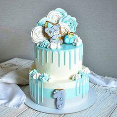 Доброго утречка! Чудесный тортик на годовасие💙 В обоих ярусах Сникерс, вес 5,5 кг. Пы.сы. Ближайшая свободная для заказов дата - 14 мая🌸 .… Drop Cake, Baby L, Cakes For Boys, First Birthdays, Icing, Cake Decorating, Food And Drink, Birthday Cake, Baby Shower