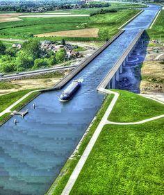 Amazing Snaps: Beautiful Canal Bridge