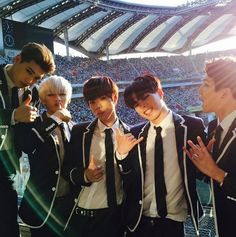 24k_coreeya IG Update 23.5.2015 ------------ I love my team. #crew #24k #dreamconcert 우리 팀☆ #24U 응원해줘서 고마워요!!
