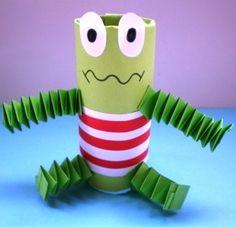 Če mu nadenemo nasmešek, je idealen žabec za delavnice :) / If we make it smile, it's perfect for the workshops :)