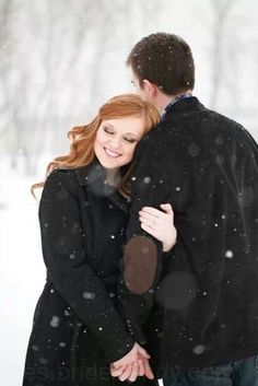 Winter engagement shoot, engagement pose, snow engagement pictures www. - I love photos!