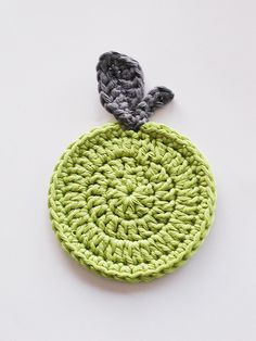 apples coasters. @Kathryn Vernon, this looks way easier than the other ones AND soooo cute!!