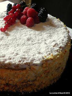 Millefoglie ai frutti di bosco di Luca Montersino Italian Desserts, Italian Recipes, Sweet Recipes, Cake Recipes, Cocktail Desserts, Crepe Cake, Yule Log, Take The Cake, Specialty Cakes