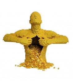 Echenle bolas... Lego Sculptures - Wall to Watch