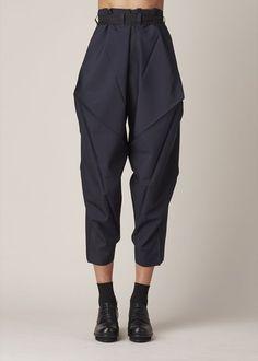 Apr 2020 - Issey Miyake Origami Culottes (Navy) - # origami # c . - Issey Miyake Origami Culottes (marine) – - Issey Miyake, Fashion Details, Look Fashion, Fashion Outfits, Womens Fashion, Fashion Design, Modern Fashion, Fashion Styles, Fashion Clothes