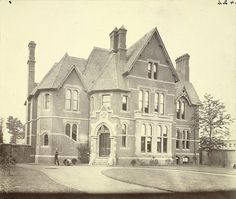 Unknown English building, 19th century (A. D. White Architectural Photographs, Cornell University Library, Accession Number: 15/5/3090.01005).