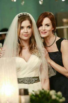 Pll season 4 - Hanna with her mom . Pretty picture :)
