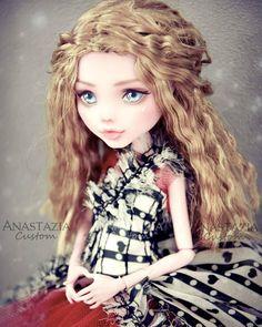 "2,580 Likes, 22 Comments - Anastazia Custom (@anastaziacustom) on Instagram: ""Alice in Wonderland of Tim Burton. Dress made by @hauteplastic ❤️. #monsterhigh #monsterhighdoll…"""