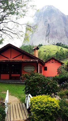 Montanhas Capixabas - Restaurante Don Lorenzoni Duo e Pedra Azul ao fundo