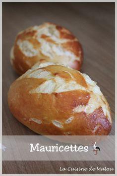 Ces petits pains super moelleux sont géniaux pour faire des sandwichs originaux ou tout simplement en petites portions pour l'apéro, fourrés au jambon, au pâté ou autre. Mais on peut tout aussi bien les déguster natures. Ingrédients pour une dizaine de... #alsace #apéro #mauricette