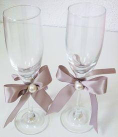 Rustic Wedding Glasses, Wedding Toasting Glasses, Wedding Champagne Flutes, Toasting Flutes, Champagne Glasses, Money Making Crafts, Wine Glass Crafts, Wedding Bag, Brunch Wedding