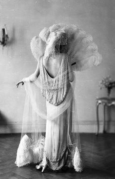 Madeleine Vionnet in a Norman Hartnell dress, c. vintage everyday: Beautiful Fashion of the 20s Fashion, Fashion History, Retro Fashion, Fashion Beauty, Vintage Fashion, Flapper Fashion, 1920s Inspired Fashion, Fashion Trends, Cheap Fashion