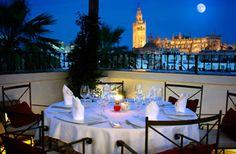 ¿Tenéis prevista alguna escapada este fin de semana? ¿Qué tal Sevilla?  Hemos puesto nuestro granito en este hotel.