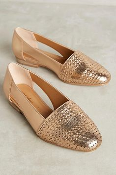 24 Flat Early Fall Shoes You Will Definitely Want To Keep – New Shoes Styles & Design – Mode für Frauen Pretty Shoes, Beautiful Shoes, Cute Shoes, Me Too Shoes, Fall Shoes, Summer Shoes, New Shoes, Spring Shoes, Shoe Wardrobe