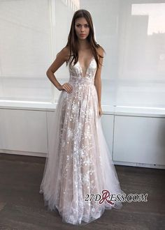 2017 A-line Layers Sexy Lace-Appliques Deep-V-Neck Prom Dresses