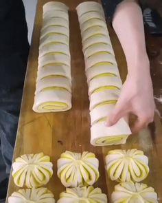 Puff Pastry Recipes, Tart Recipes, Sweet Recipes, Baking Recipes, Cookie Recipes, Dessert Recipes, Tarte Vegan, Snacks Under 100 Calories, Bread Shaping